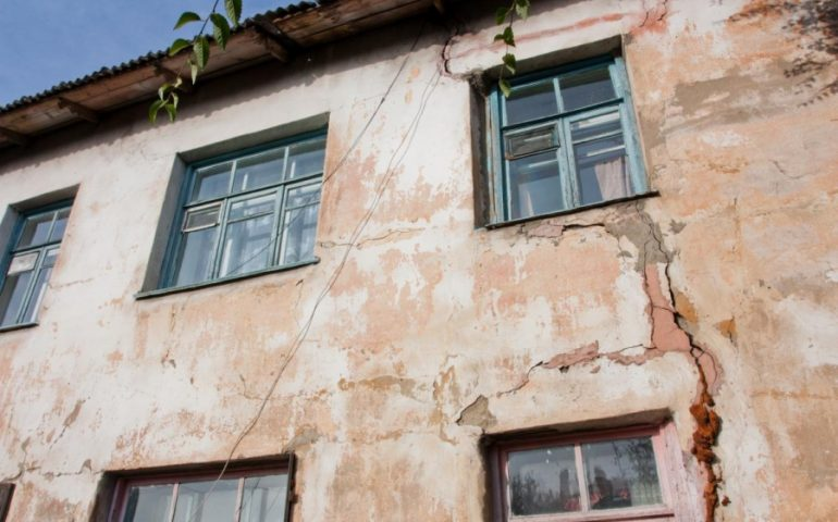 Непригодный для жилья дом